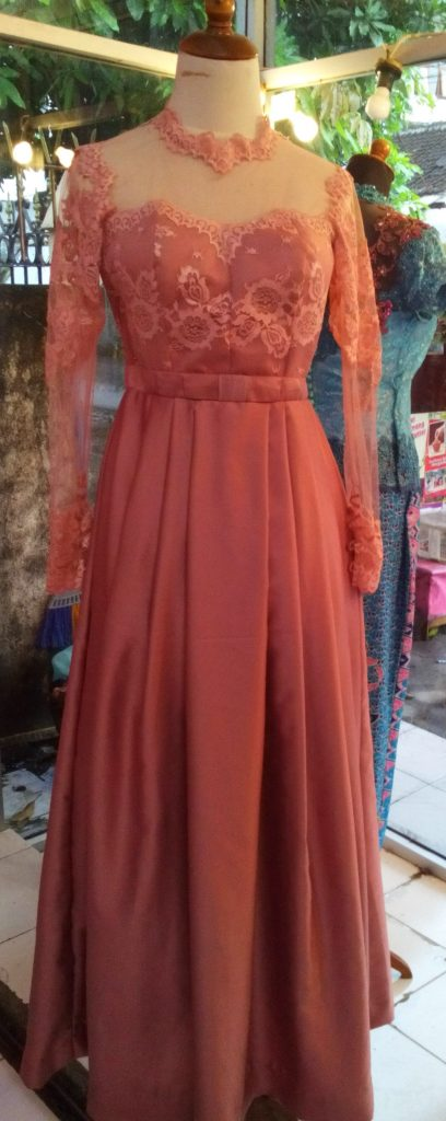 Dress cantik salem kerah tinggi 1