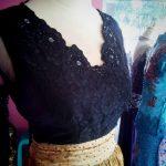 dress hitam brocade cantik bagian dada