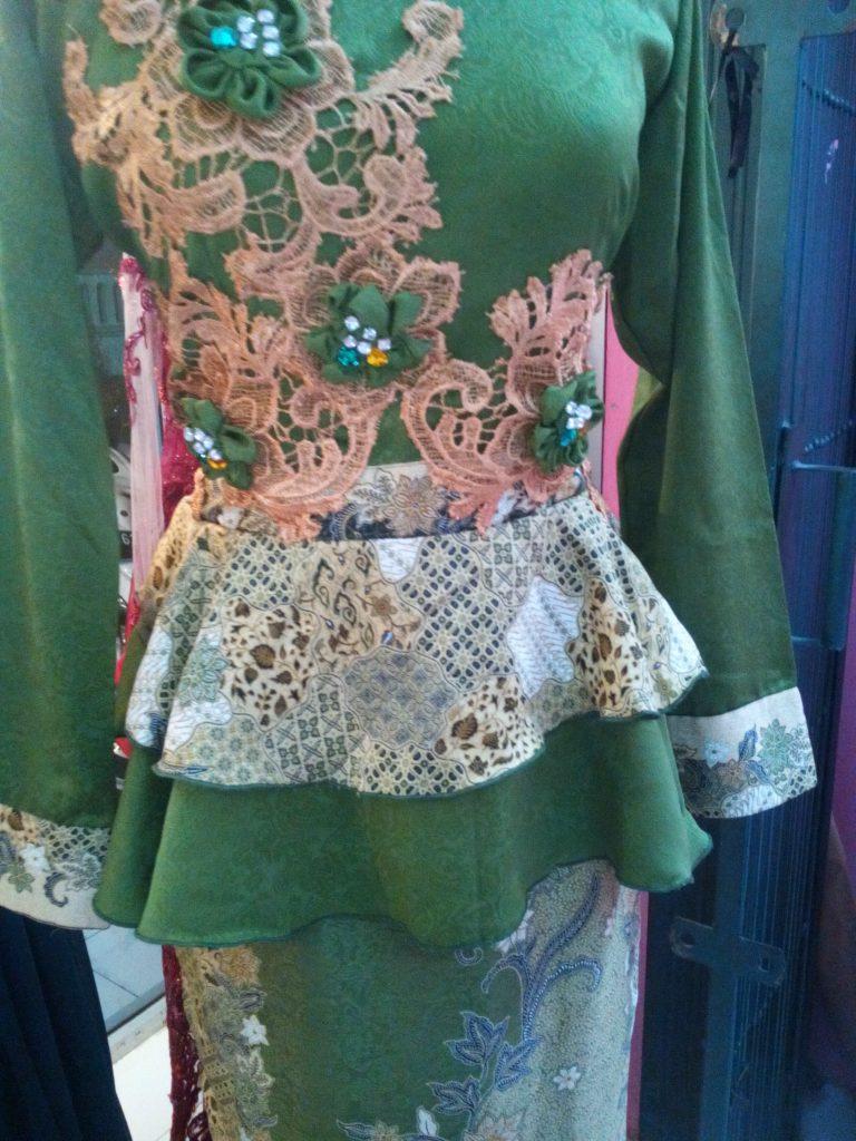 Dress Sepan Panjang Peplum Aplikasi Bunga