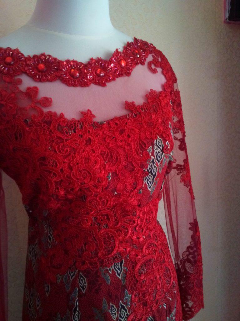 Dress Batik Merah Dengan Bordir Tampak Dada