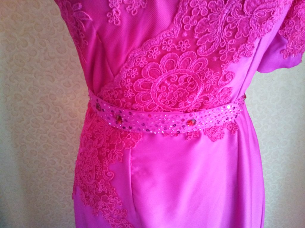 Dress Cantik Asimetis Warna Pink Detail