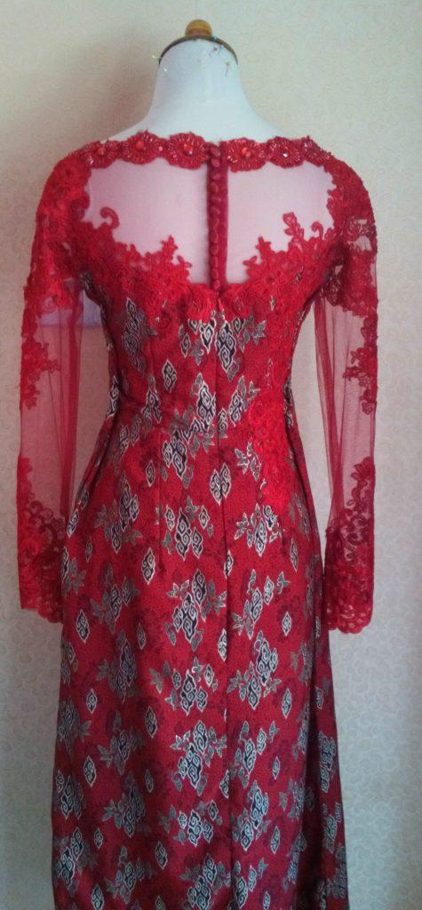 Dress Batik Merah Dengan Bordir Tampak Belakang