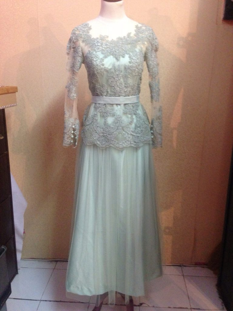 Dress Lace Abu Abu Cantik Tampak Depan