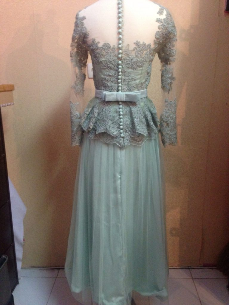 Dress Lace Abu Abu Cantik Tampak Belakang