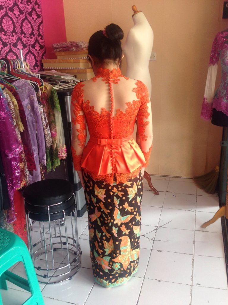 Fitting Kebaya Peplum Warna Orange Cute
