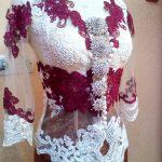Kebaya Simpel Cantik Kombinasi Warna Merah Putih Tampak Depan