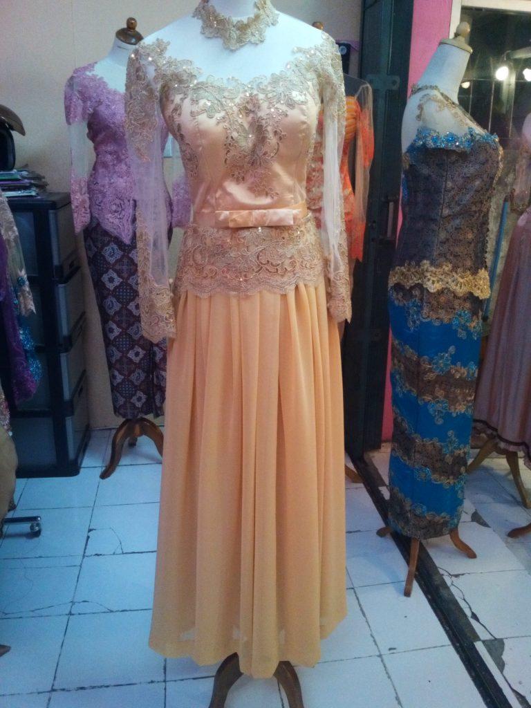 Dress Kebaya Cantik Berwarna Kuning Emas Bahan Sifon 3