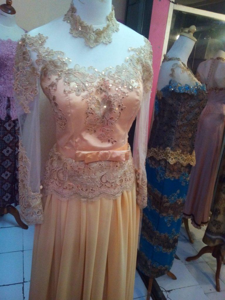 Dress Kebaya Cantik Berwarna Kuning Emas Bahan Sifon 1